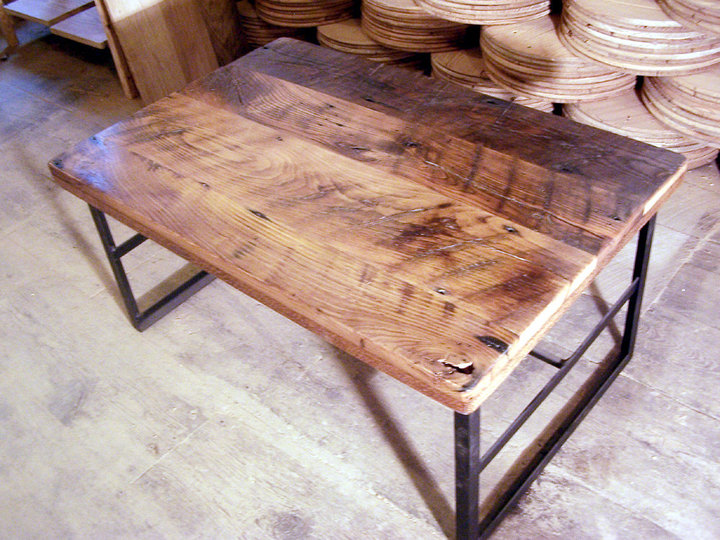 Attirant Reclaimed Wormy Chestnut Coffee Table With Industrial Metal Base
